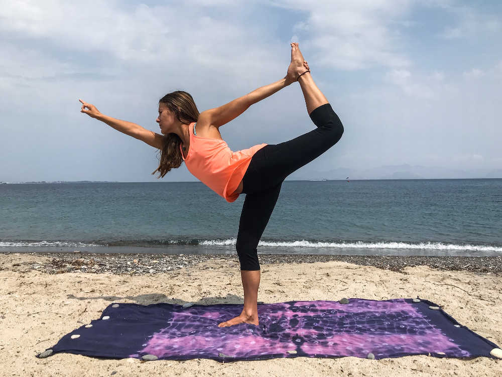 All About Beach Yoga A Sandy Sequence With Tips And Tricks Yogaiowa